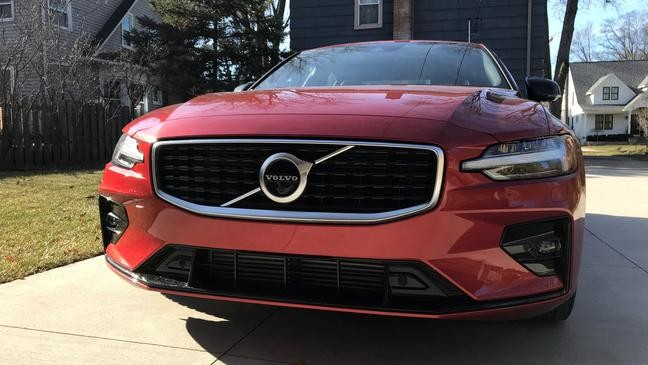 2019 Volvo S60 T6 R-Design: Driving comfort made in the USA
