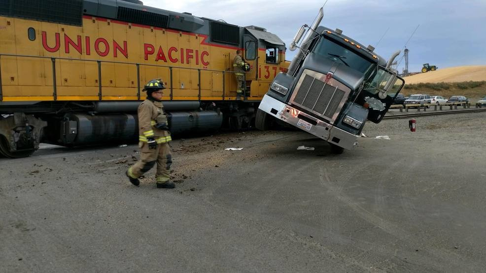 Train collides with semi-truck | KEPR